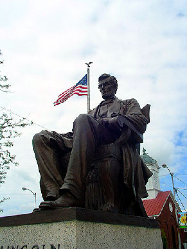 A statue of Lincoln in Hodgenville